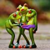 Tři žabí mořské panny vylezly na pláž v Essexu