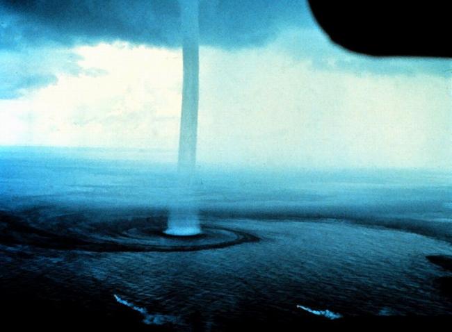 FOTO: 1969 xx xx, tornádo a vodní vír u pobřeží Floridy