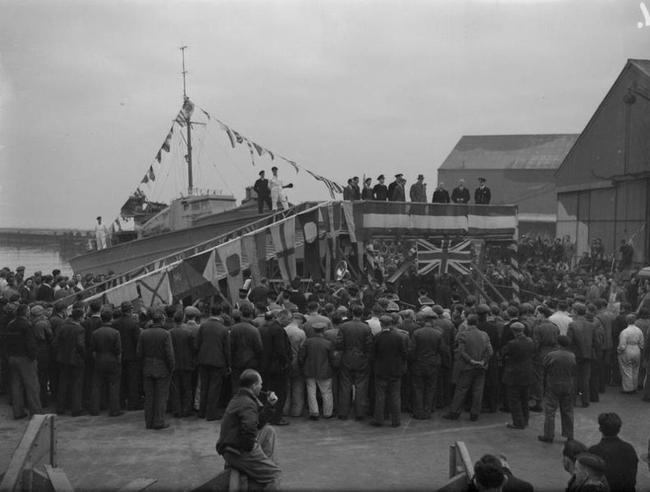 FOTO: Křest lodi v Southamptonu (1943)