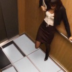 V tomhle výtahu se propadá podlaha!