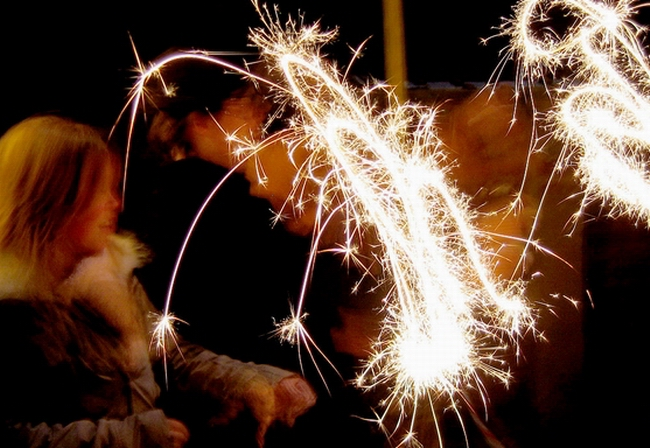 1280px-Sparklers_moving_slow_shutter_speed