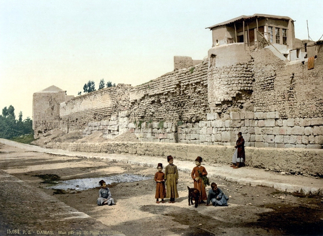 Wall_over_which_St._Paul_escaped,_Damascus,_Holy_Land,_(i.e._Syria)-LCCN2002724981.tif