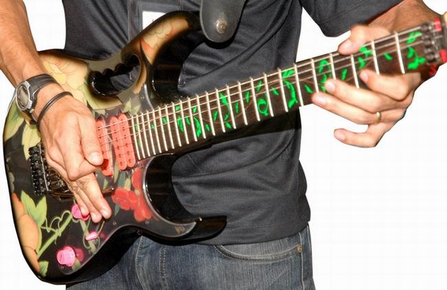 guitar-1181787
