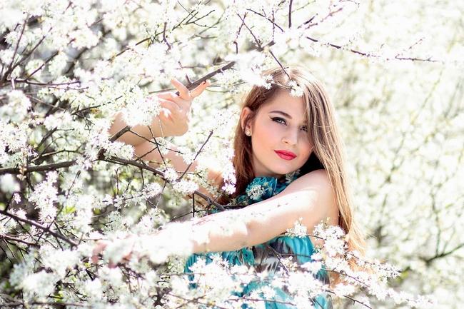 girl-1312949_960_720