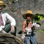 Tip na sobotu: E. St. Vráz, divocí domorodci i kohoutí talismany