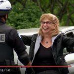 Skrytá kamera: Řidičky lynčují strážce zákona na bruslích