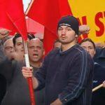 Skrytá kamera: Stali jste se demonstrantem s rudým praporem!
