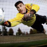 Fotbal: 25 nejlepších gólmanských zákroků za uplynulý rok