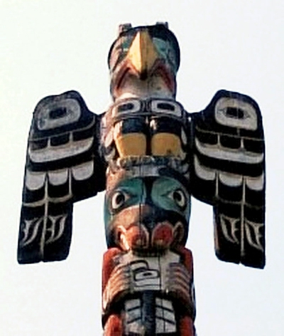 Thunderbird_on_Totem_Pole